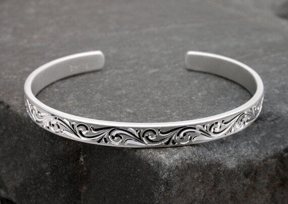Hand Engraved Bangles in Gwalior